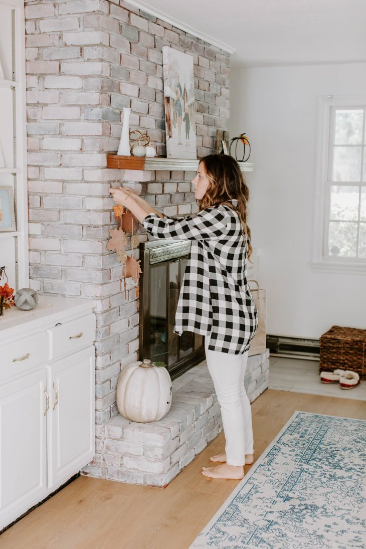 Decorating Fireplace Mantle for Fall