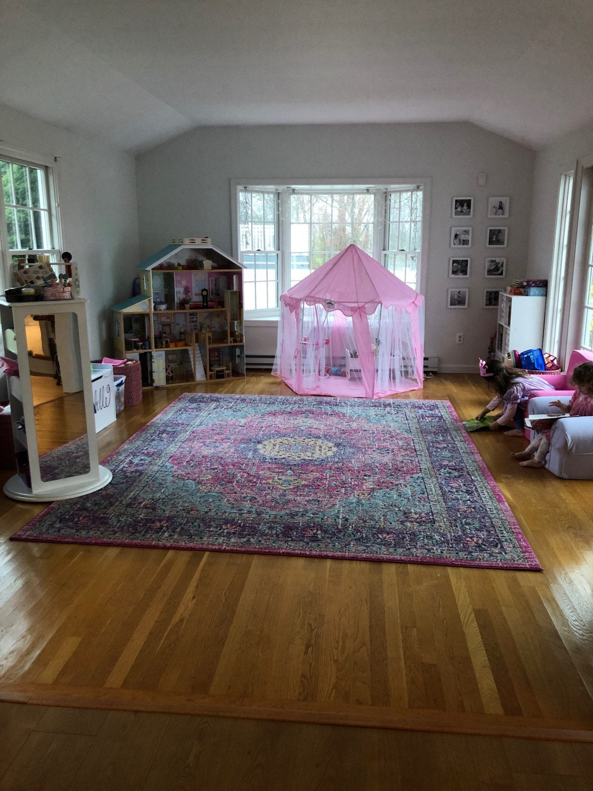 playroom with pink rug and pink tent