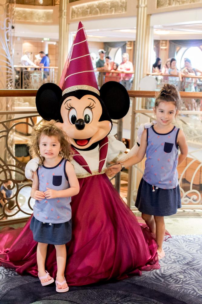 DisneyCruiseMeetingCharactersMinnieMouse