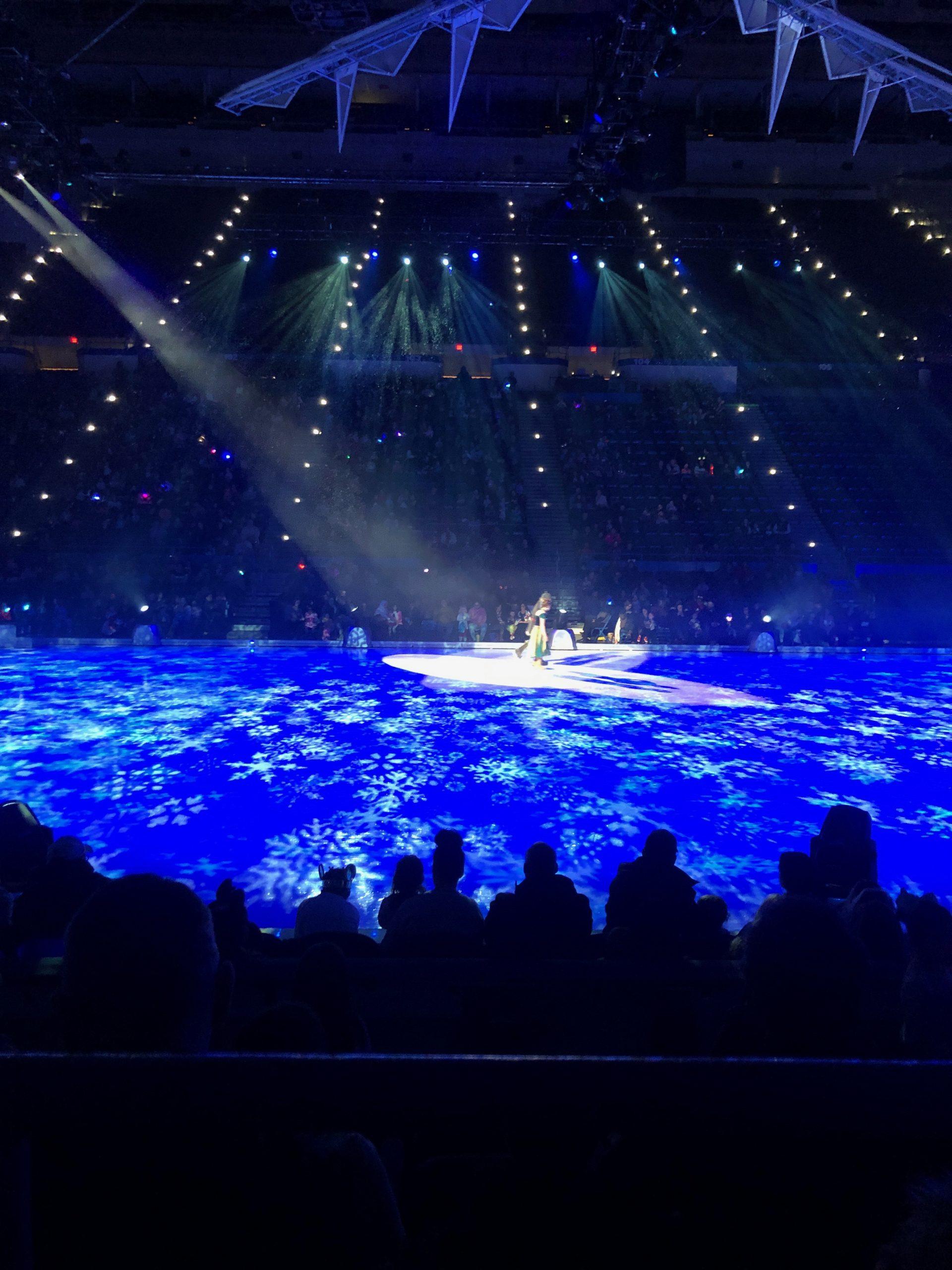 Elsa and Ana in Disney on Ice