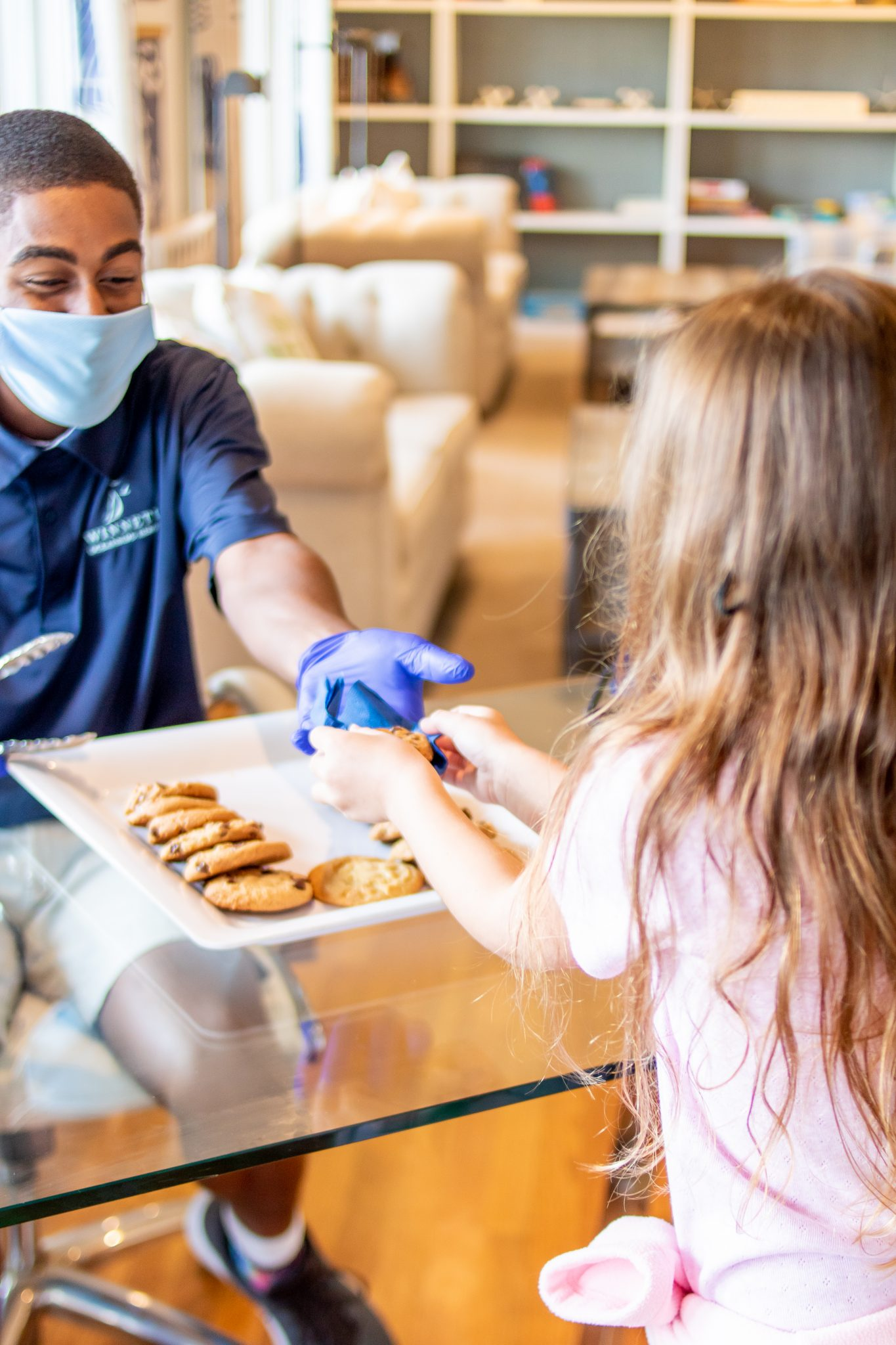 little girl receiving cookies at the Winnetu Lemonade and Cookie Break