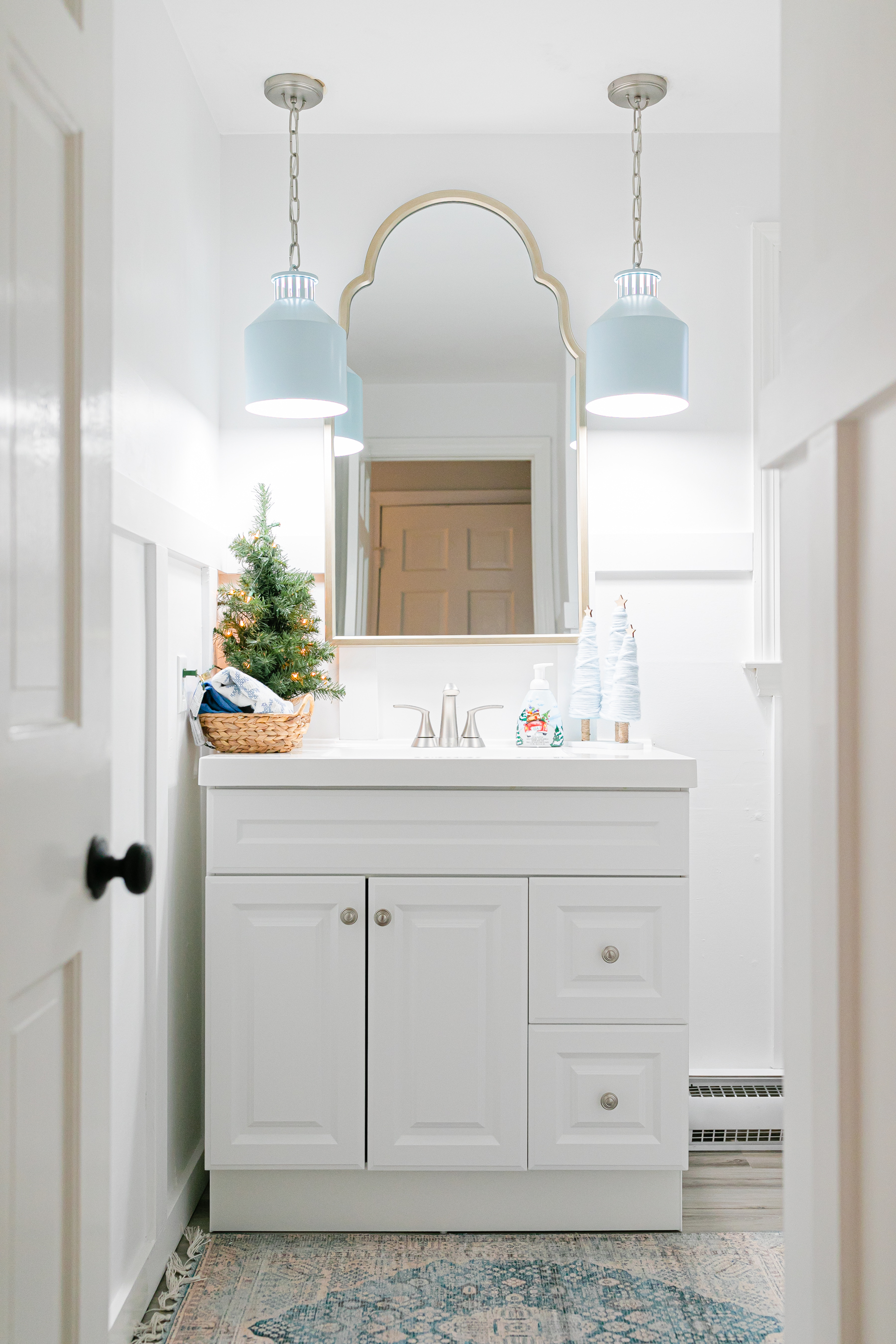 White bathroom decorated for Christmas