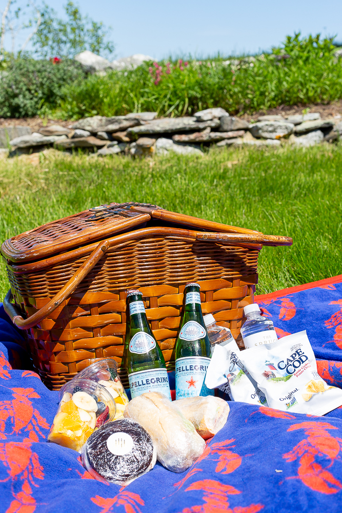 Picnic lunch at Burnt Island Light House