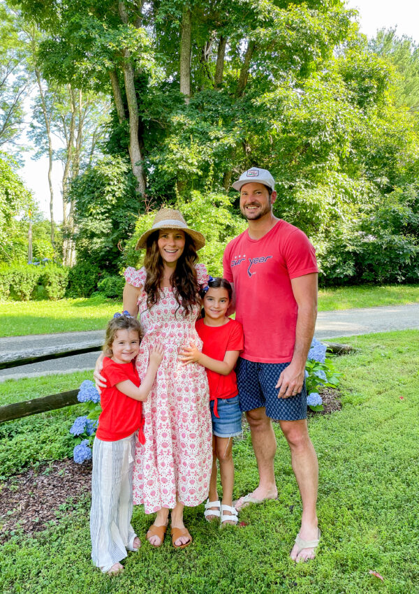 family of four with mom pregnant